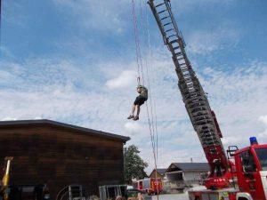 Dschungelcamp, Kinder werden von der Feuerwehr abgeseilt