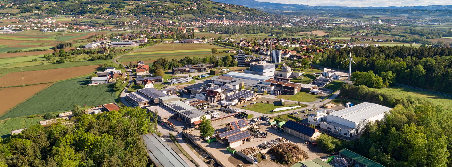 Luftbild vom Ökopark Hartberg mit Blick Ringwarte